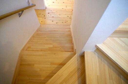 ひのき集成材の階段